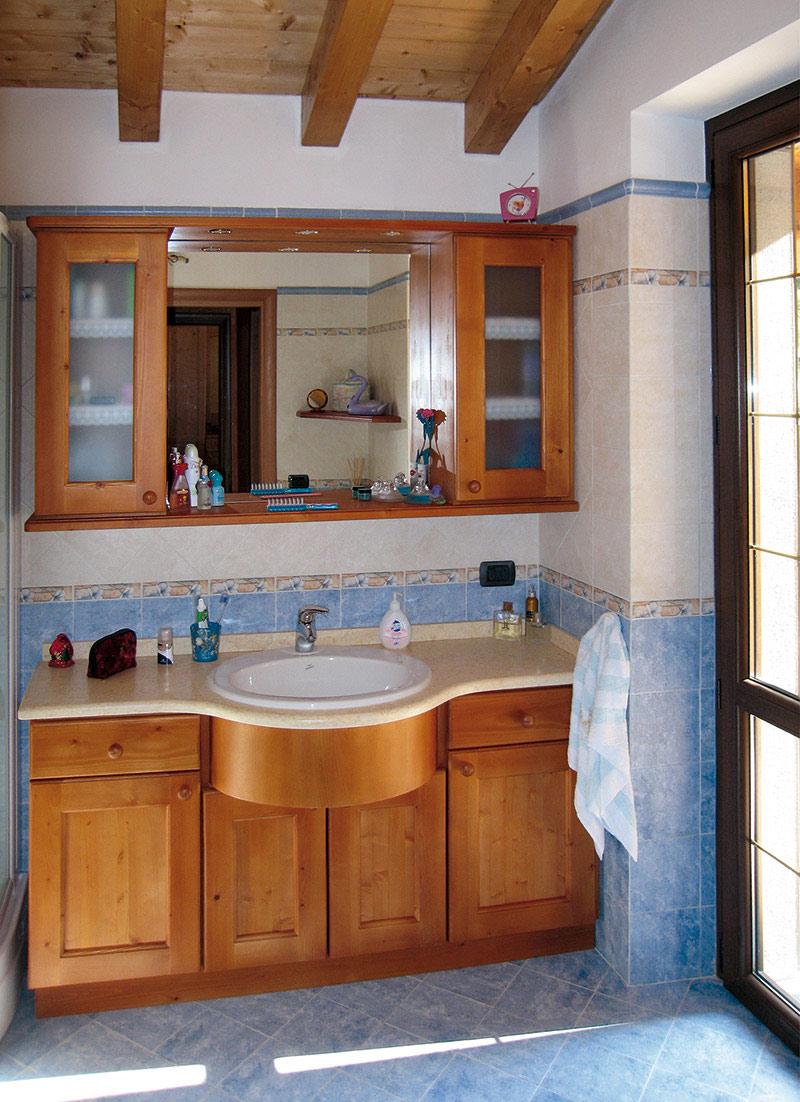 Arredamento bagno in legno sergio lazzaroni - Bagni chimici per abitazioni ...
