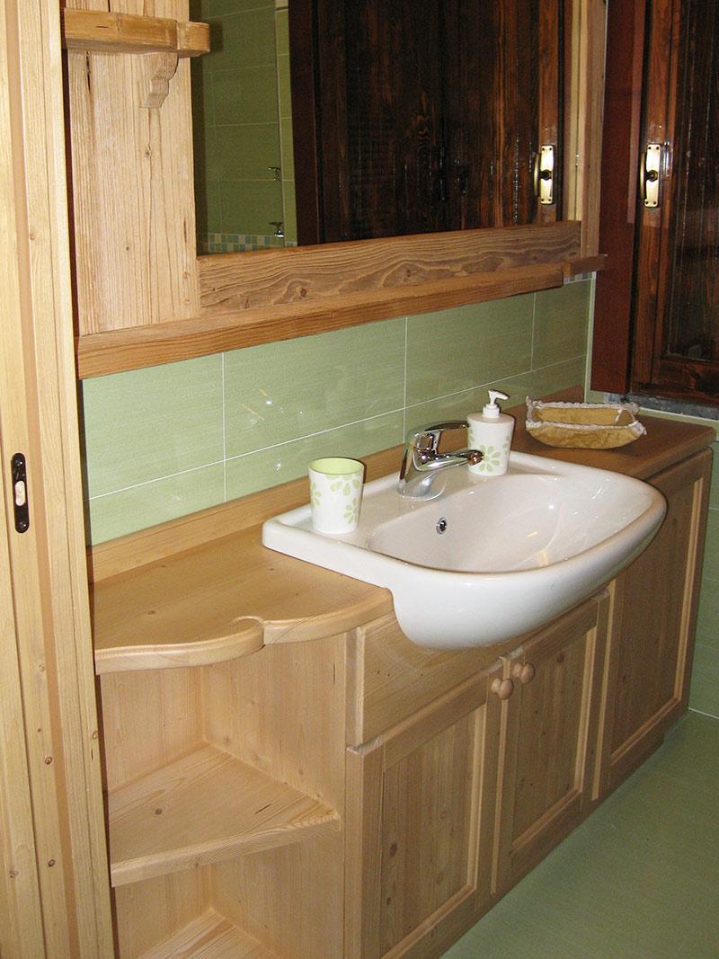 Arredamento bagno in legno sergio lazzaroni - Bagni esterni in legno ...