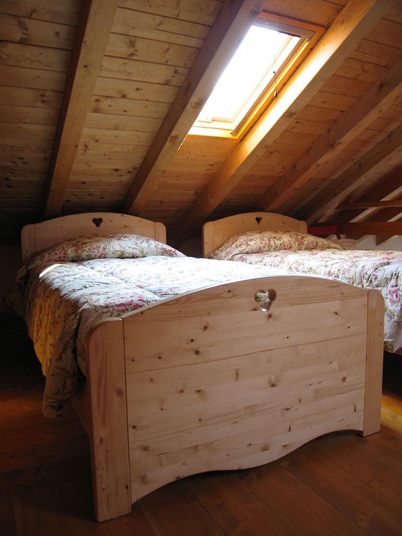 Arredamento camera da letto in legno sergio lazzaroni for Camera da letto vittoriana buia