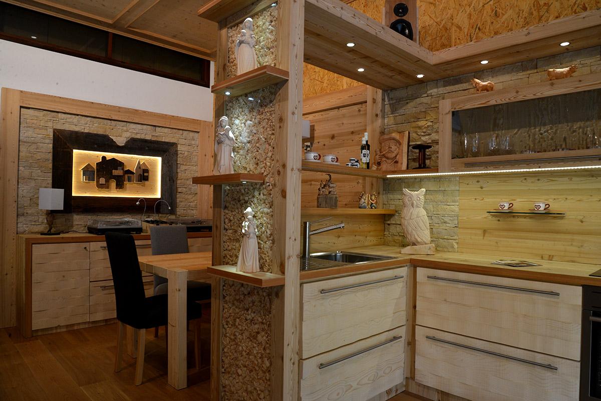 Arredamento cucina in legno sergio lazzaroni - Pulire mobili legno cucina ...