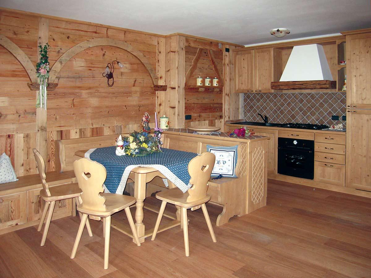 Arredamento soggiorno in legno sergio lazzaroni for Soggiorno legno