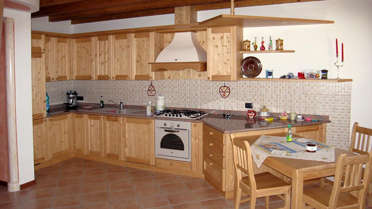 Progettazione arredamenti di interni e artigianato del for Progettazione di mobili lavorazione del legno